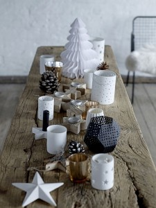 Scandinavian-Christmas-table-with-rustic-design
